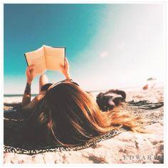 Günaydın! Denize karşı, dalga sesleriyle kendinize zaman ayırın. İyi Tatiller. #sun #holiday #book #vscocam #beach