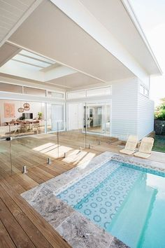 If you are working with the best backyard pool landscaping ideas there are lot of choices. You need to look into your budget for backyard landscaping ideas Swimming Pool Tiles, Swimming Pools Backyard, Swimming Pool Designs, Lap Pools, Indoor Pools, Indoor Swimming, Versandbehälter Pool, Pool Lounge, Style At Home