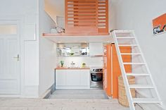 Sleeping Loft from a Swedish Apartment! I would love to live in a loft inspired by this one! Tiny House Loft, Loft Studio, Small Space Kitchen, Small Space Living, Small Kitchens, Loft Kitchen, Micro Kitchen, Open Kitchen, Diy Kitchen