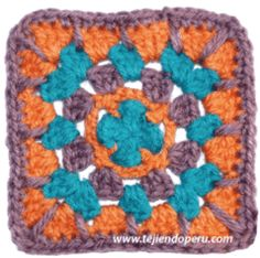 Pastilla cuadrada (granny square) tejida a crochet.