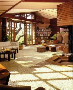 I LOVE Frank Lloyd Wright! hanna house in stanford, california by frank lloyd wright, 1937 70s Home Decor, Vintage Home Decor, 1970s Decor, Style Vintage, Hanna House, Mid Century House, My Dream Home, Future House, Interior Architecture