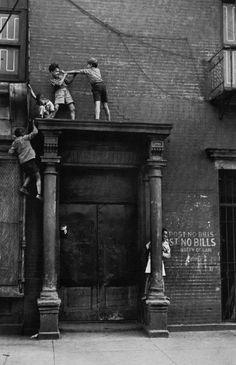 Kids over doorway.  NYC, 1939