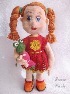 Кукла Глаша, связана крючком, ручки и ножки гнутся, может принимать разные позы