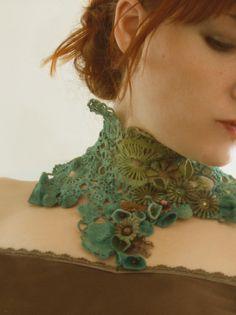 Racines et Pampilles - Site de Nathalie Grelier  - inspiration. Beautiful crochet neck piece.