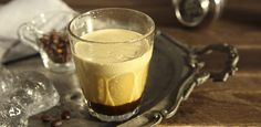 You only need iced espresso, sugar and a good shake in this quick and easy recipe to make the perfect refreshing and energising drink. Best Espresso Machine, Cappuccino Machine, Italian Espresso, Italian Coffee, Best Coffee, Iced Coffee, Espresso Coffee, Iced Mocha, Popular Drinks