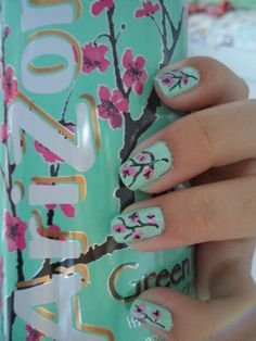 I love doing nails, but never know what design I should do other than the boring old plain colors. My friend, just recently, did her nails like the design on the can of Arizona Tea. Love Nails, How To Do Nails, Fun Nails, Pretty Nails, Sassy Nails, Arizona Tee, Green Tea Nails, Home Design, Tea Design