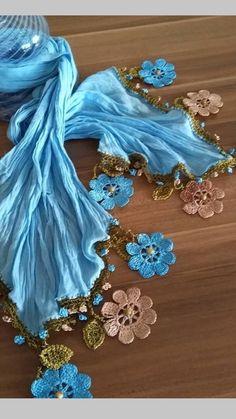 Best 12 Bufandas y crochet – SkillOfKing. Crochet Flower Scarf, Crochet Shawl, Crochet Flowers, Crochet Lace, Scarf Jewelry, Fabric Jewelry, Knitted Shawls, Crochet Scarves, Crochet Magic Circle