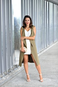 Green duster and white outfit via @topshop, look via @mystylevita #outfit #duster #fashionblogger