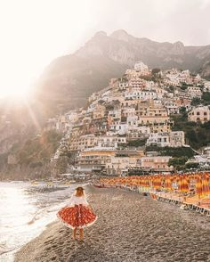 Always find time for the things that make you feel happy to be alive… Magic afternoons twirling through Positano. ❤️✨ @topdecktravel @flightcentreau #topdecker #openmyworld