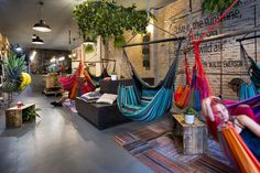 At an aesthetic level, just as it happens with fruit juices, Hammock's interior design is all about natural and changing colour thanks to the dyed fibbers of the hammocks and all the hanging greene…