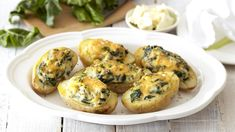 The next time you're looking for a quick family dinner, try these baked potatoes stuffed with spinach and feta. Serve with meat and greens. Creamed Spinach, Spinach And Feta, Quick Family Dinners, Romantic Meals, Cook Up A Storm, Cooking Recipes, Easy Cooking, Cooking Classes, Main Dishes