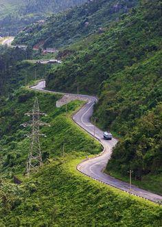Hai Van Pass – Vietnam Top 15 luxury getaways in South-east Asia
