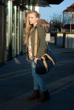 #weekenderbag #cotton #classic #polishgirl #fashionblogger #travelbag #spring #sunnyday #urban #bigcity #wroclove #poland