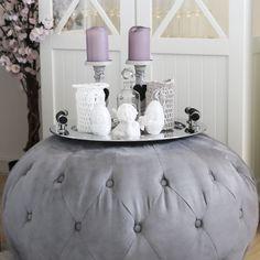 Flott, stor, grå puff fra www. Ottoman, Chair, Furniture, Design, Home Decor, Recliner, Homemade Home Decor, Home Furnishings, Design Comics