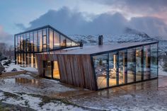 The landscapes surrounding Norway's Halvarøy Island are nothing short of awe-inspiring. The Efjord Retreat Cabin ensures the attention stays of the surreal scenery with an. Architecture Design Concept, Plans Architecture, Amazing Architecture, Interior Architecture, Interior Design, Cabin Design, House Design, Kindergarten Architecture, Bungalow