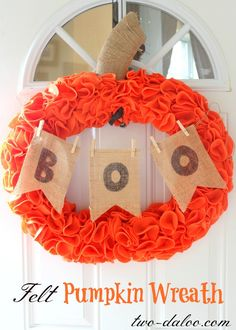 Follow the tutorial to make this charming felted pumpkin wreath with felt, floral pins, styrofoam wreath forms, and burlap.