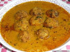 Lauki kofta curry Indian Vegetarian Dishes, Vegetarian Curry, Indian Food Recipes, Ethnic Recipes, Lauki Kofta, Jeera Rice, Dried Plums, Curries, Naan