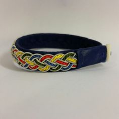 Tennarmband / leather bracelet with pewter thread and silk thread.