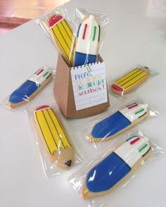 Lapicero con galletas boli de cuatro colores y lapíz. Regalos para profesores, fin de curso.