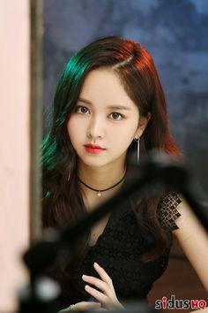 Kim SoHyun (she, and the pose, remind me of Soyeon) Korean Beauty, Asian Beauty, Cute Asian Girls, Cute Girls, Korean Celebrities, Celebs, Kim Sohyun, Soyeon, Beautiful Asian Women