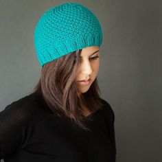 Create a cute and feminine knit hat with this Chic Knit Beanie Pattern.  This knit hat pattern is quick and easy to make and could be worked up in just about any color you'd like.  Great for girls of all ages, this hat is perfect for fall and winter,