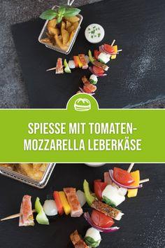 Frische Tomaten und Mozzarella vereint mit dem herzhaften Tomaten-Mozzarella Leberkäse auf einem Spieß ist diese Variation des gourmetfein Leberkäses eine Gaumenfreude sowie ein Augenschmaus für echte Genießer! Mozzarella Sticks, Tapas, Ethnic Recipes, Gourmet, Dried Tomatoes, Gout Diet, Italian Finger Foods, Red Pesto, Finger Food Recipes