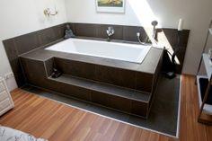 Schlafzimmer mit integrierter Badewanne von louisXIII