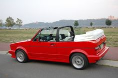 Volkswagen golf cabriolet 1990,( I always wanted one of these)