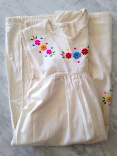 Image of FLORAL EMBROIDERED SOUTH AMERICAN GIRLS COTTON DRESS SZ 10