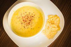 Maissuppe mit Parmesanchips
