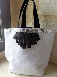 Articles similaires à Sac cabas en lin blanc chic et tendance et galon de  sequins argenté sur Etsy 07ae24d6a124