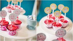 Toppers e Mini Toppers * Design feito com amor! By #amareatelier | Lu Wonderland | Foto por Graciella Kaneblai | Produção Xícara Decor | #party #birthday #design #scrap #krafts #diy #alice #wonderland | facebook.com/amareatelier