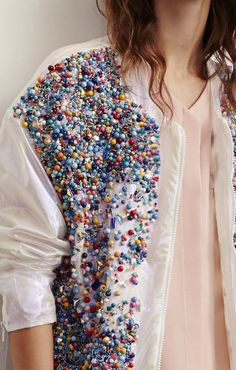 Texture embroidery in haute couture collections. Fashion Details, Diy Fashion, Womens Fashion, Fashion Design, Mode Style, Style Me, Diy Vetement, Mode Inspiration, Refashion