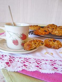 Voici l'une de mes recettes de biscuits sans gluten préférés. Les flocons de céréales sans gluten, à la fois moelleux et croustillants, font merveille ici. Les cranberries apportent quant à elles une notre fruits rouges acidulés.