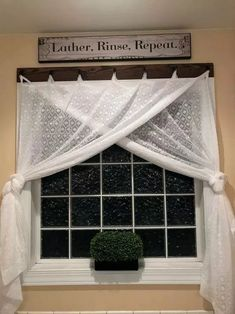 15 Simple Farmhouse Window Treatments ~ Home Design Ideas Farmhouse Windows, Country Farmhouse Decor, Modern Farmhouse, Farmhouse Curtains, Farmhouse Ideas, Country Curtains, Modern Country, Farmhouse Style, Home Renovation