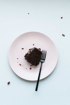 BLACKOUT BANANA BREAD CAKE | dolly and oatmeal