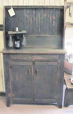 Small Primitive Hutch