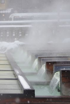 草津 (Kusatsu) apparently has really nice hot springs year round. hours via limited express from Ueno. Japan Onsen, Beautiful World, Beautiful Places, Commercial Sink, Japanese Hot Springs, Winter In Japan, Day Trips From Tokyo, Japanese Bath, Gunma