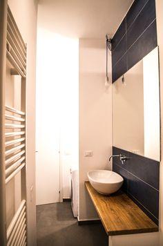 APPARTAMENTO PER STUDENTI – corso Racconigi (TO) | Ciesse Torino - bagno + blu + interior design + legno