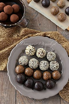 Energy balls recipe - Recipe for energy balls. Healthy chocolates, energy balls made from dried fruit and nuts. They are - Nutritious Smoothies, Fruit Smoothies, Smoothie Recipes, Kefir Recipes, Energy Balls, Food Items, Fruits And Veggies, Healthy Snacks, Martini