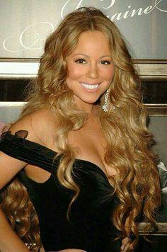 Her hair.is fabulous here! Divas, Mariah Carey Pictures, Blonde Beauty, Blonde Hair, Female Singers, American Singers, Hair Goals, Her Hair, My Idol
