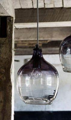 Hanglampen 'BUBBLE' van Nordal, zoals deze variant in 'Smoke' zijn van helder glas met een kleuraccent . Lampen Nordal kopen? Neem hier een kijkje!