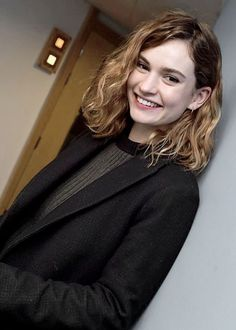 """""""Lily James appeared on the Chris Evans Breakfast Show on BBC Radio 2 this morning. Hair Day, New Hair, Medium Hair Styles, Curly Hair Styles, Curly Lob, Short Grunge Hair, Short Wavy Hair, Cut And Color, Hair Inspiration"""