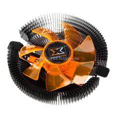 Der Apache gehört zu den absoluten Klassikern der Xigmatek-CPU-Kühlerlinie und bekommt nun ein Upgrade spendiert, welches sich vor allem durch die komplett schwarze Farbgebung und eine erweiterte CPU-Kompatibilität von der ursprünglichen Version unterscheidet. Die inzwischen beachtliche Produktionsdauer des Apache ist vor allem deshalb so erstaunlich, weil er innerhalb der Xigmatek-Palette im Grunde einen Exot darstellt.