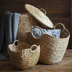 A grand-scale carryall made from rapidly renewable water hyacinth provides stylish, shapely storage for newspapers, magazines, blankets, and more.