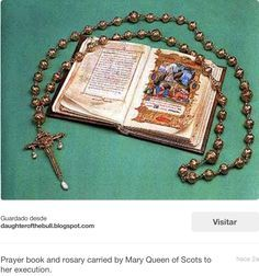 ...El Rosario y su libro de oraciones...