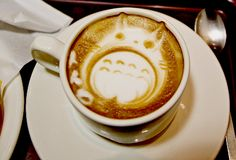 Totoro Latte via Kawaii Foods Arte Del Cappuccino, Cappuccino Art, Cappuccino Machine, Coffee Latte Art, I Love Coffee, My Coffee, Coffee Drinks, Coffee Barista, Fresh Coffee
