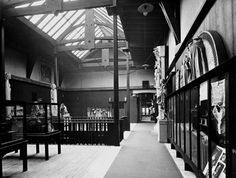 Charles Rennie Mackintosh - Glasgow School of Art Charles Rennie Mackintosh, Glasgow School Of Art, Art School, Historical Architecture, School Architecture, Railway Posters, Small Ponds, Glasgow Scotland, Arts And Crafts Movement