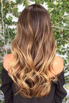 Caramel Balayage: o tom de caramelo que aquece o cabelo castanho Brown Ombre Hair, Ombre Hair Color, Blonde Color, Blonde Brunette, Blonde Honey, Dark Blonde, Dark Hair, Holiday Hairstyles, Wedding Hairstyles For Long Hair