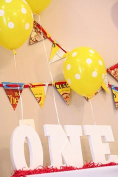Lovely polka dots balloons   #1stbirtday #birthdaypartyideas  #partydecorations